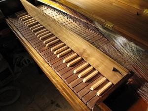 スクエアピアノ
